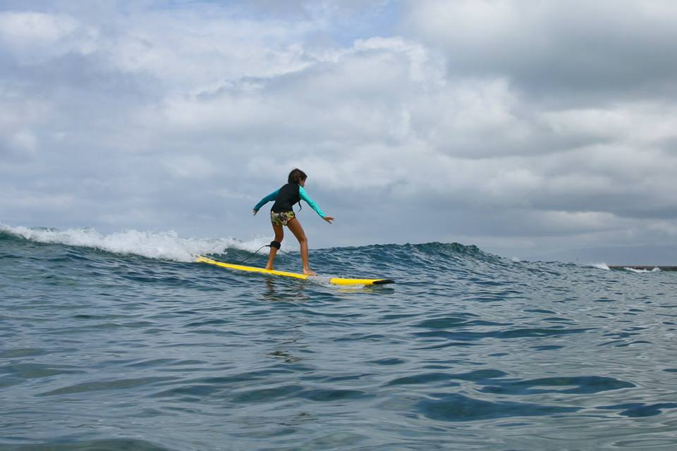 alyse-catchin-wave-ocean-girl-project-surf-camp