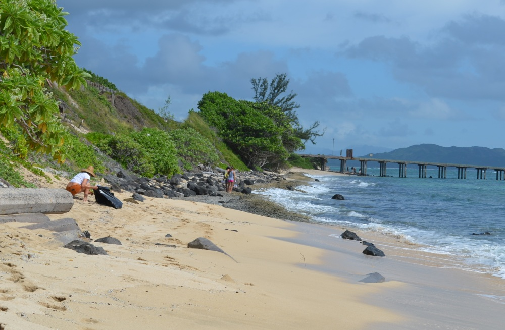 billie-beach-cleanup-ocean-girl-project-pier