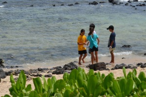 kids-ocean-girl-project-beach-cleanup